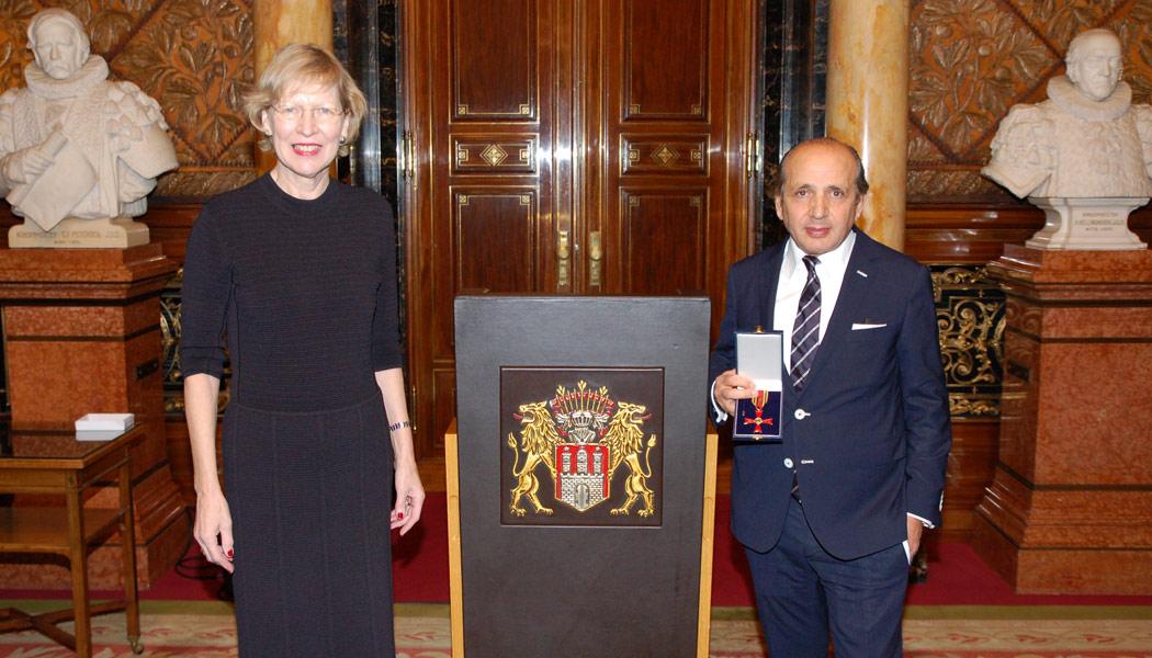 Hadi Teherani erhält das Bundesverdienstkreuz